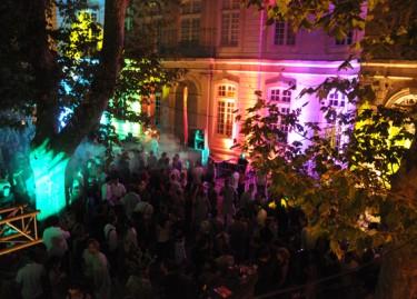 Vue de la cour de l'Hôtel de Caumont / Festival Résonance. Photographie Philippe Daval.