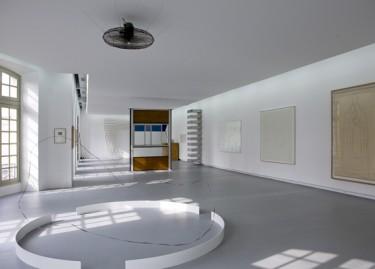 Oeuvres de Zilvinas Kampinas, Jean Prouvé, Donald Judd, Bertrand Lavie, Agnès Martin et Henri Matisse. Photographie Pascal Martinez.
