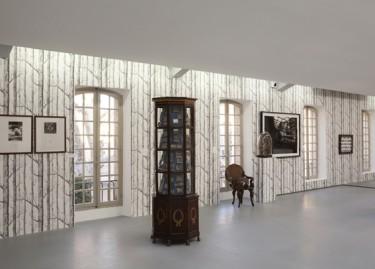 Oeuvres de Hamish Fulton, Paul Cézanne, Anri Sala et Marcel Broodthaers. Photographie Pascal Martinez.