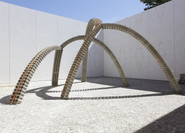 Collection Lambert - Cour Ganivet - ©Adagp -Pascal Martinez